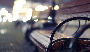 אהבה על ספסל בודד