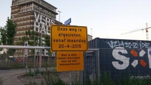 """שלט באיינדהובן: """"מה זה עוד 400 מטר בחיים?"""" (מתוך עמוד הפייסבוק של עיריית איינדהובן)"""