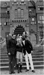 בריז'יט בארדו ובעלה גינטר זאקס מתארחים בטירה ב-1967