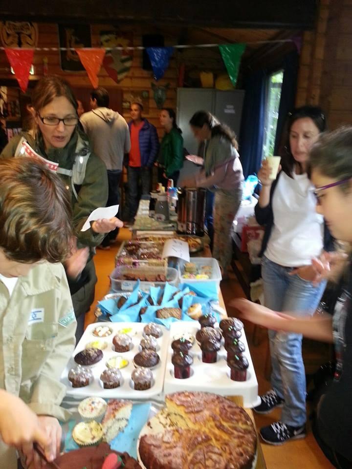 הורי החניכים הכינו אוכל מצוין, אבל גם זכו ליהנות מהרצאה במודון ההורים (צילום: קומונת אמסטרדם)