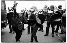 הפגנות נגד ובעד פליטים באמסטרדם (Guido van Nispen, Flickr, CCLicense)
