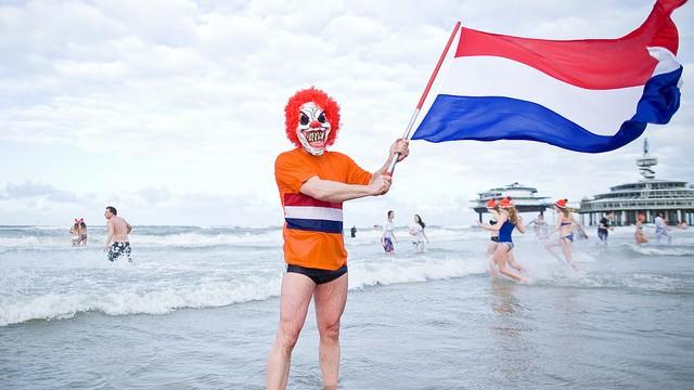 Unox Nieuwjaarsduik Scheveningen 2013 (Maurice, Flickr, CC License)