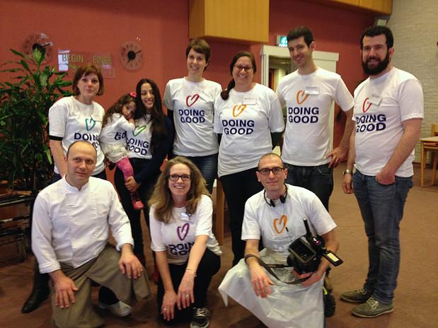 אחד מצוותי המתנדבים של יום מעשים טובים 2015
