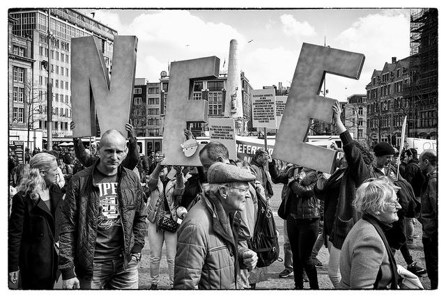 הפגנה משאל העם על הסכם האיחוד האירופי עם אוקראינה, הולנד, אפריל 2016 (Guido van Nispen, Flickr, CC License)