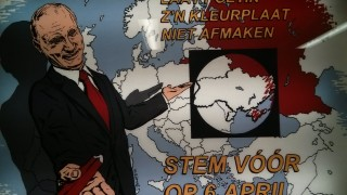 מודעה הקוראת להצביע בעד שיתוף הפעולה ולמנוע את השפעתו של פוטין באוקראינה