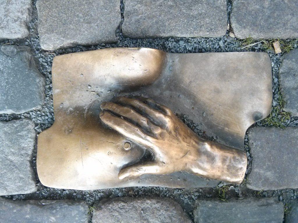 StreetArt mysterious bronze