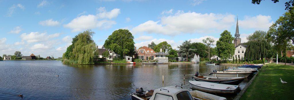 1200px-Broek_in_Waterland_panorama