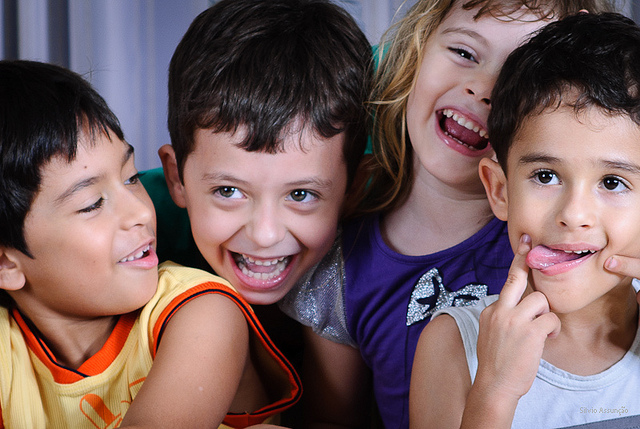 ילדים https://www.flickr.com/photos/silvioraof/6205262641/