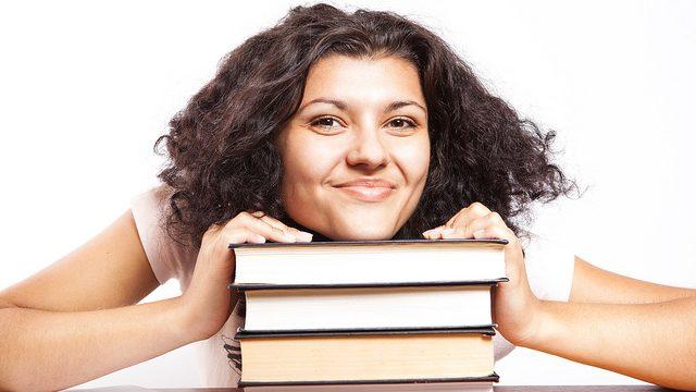 סטודנטית (CollegeDegrees360, CCLicense)