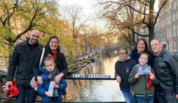 דודה שרה, מלכת הפרחים של אמסטרדם, קיבלה גשר משלה
