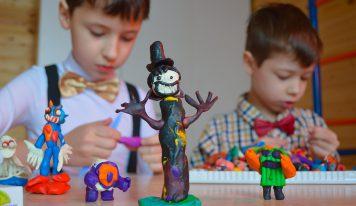 """האם ילדים דו-לשוניים הם יצירתיים יותר? התשובה במהופך בכתב סתרים בעמוד ט""""ג"""